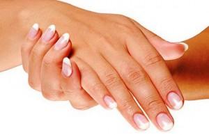 Le peeling des mains pour une peau lisse